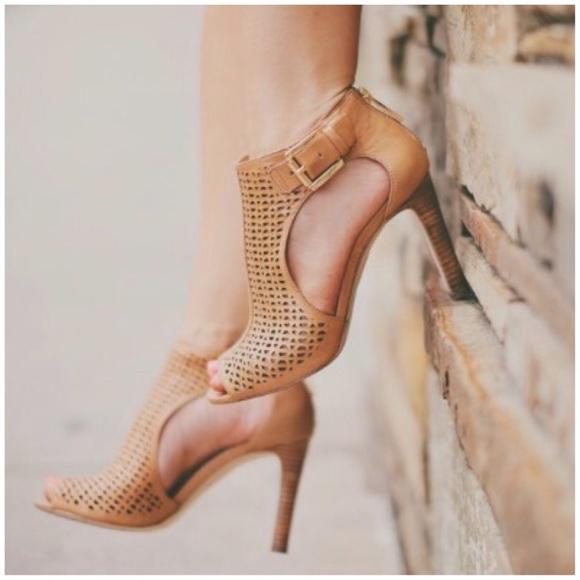 0e2e6c223a20 Louise et Cie Shoes - Louise Et Cie Laser Cut Peep Toe Heels Sandals 8